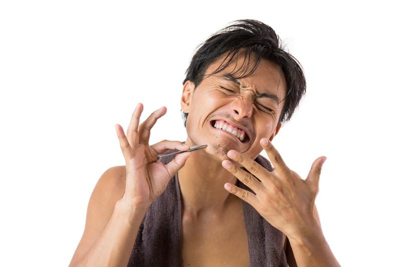 髭は抜くと生えなくなるどころか、濃くなる。リスクのない髭処理方法は何?