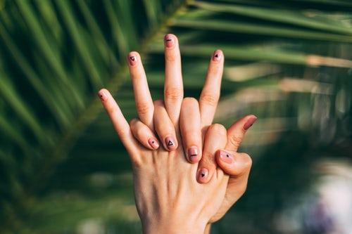 指毛には脱毛クリームが人気!指毛をなくしてネイルが映える素敵な手に★